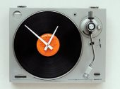 Retro Wall Clocks Recycled from Old Turntables