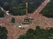 """Berlin Love Parade returns with its successor """"train of love"""""""