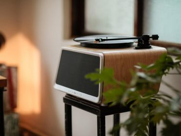 The all in one turntable on kickstarter