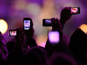 Are mobile phones having a negative impact on clubbing?