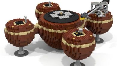 LEGO lover meets audiophile in this crazy looking turntable