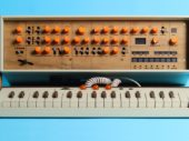 Carry case that turns the Korg Minilogue into a wooden Commodore SX-64