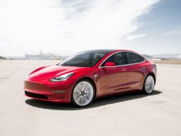 Tesla builds a DAW into dashboard in its recent software update
